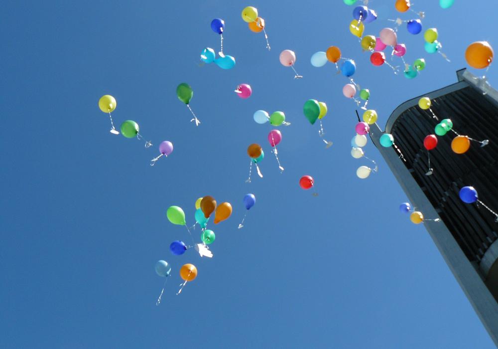 Ballone-und-Kirchturm